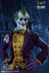 BATMAN: ARKHAM ASYLUM THE JOKER 1/6TH SCALE COLLECTIBLE FIGURE