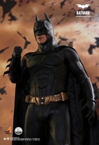 BATMAN BEGINS BATMAN 1/4TH SCALE COLLECTIBLE FIGUR